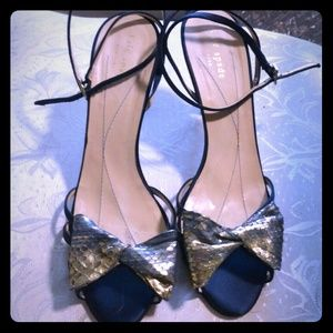 KATE SPADE 8.5 NAVY GOLD LEATHER BOW SANDALS HEELS